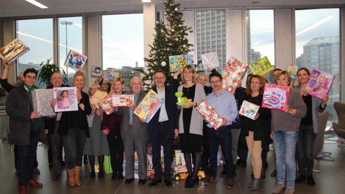 Lille : trois cents jouets remis par la Caisse d'Épargne au Noël des Déshérités